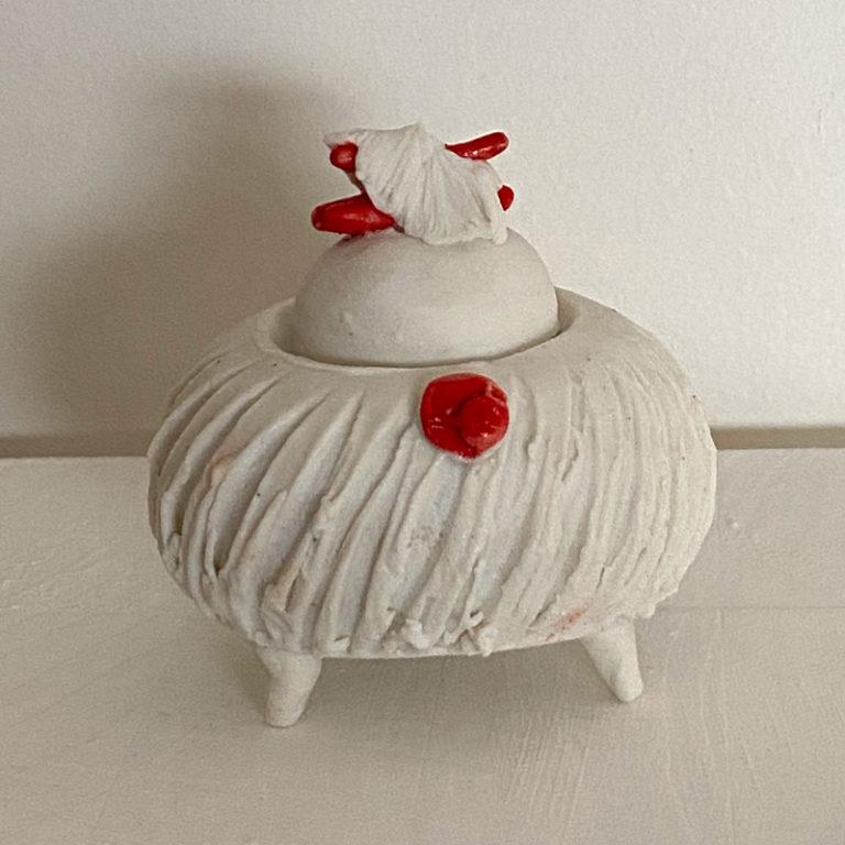 Elizabeth Cashmore - White Yuki Pot #1